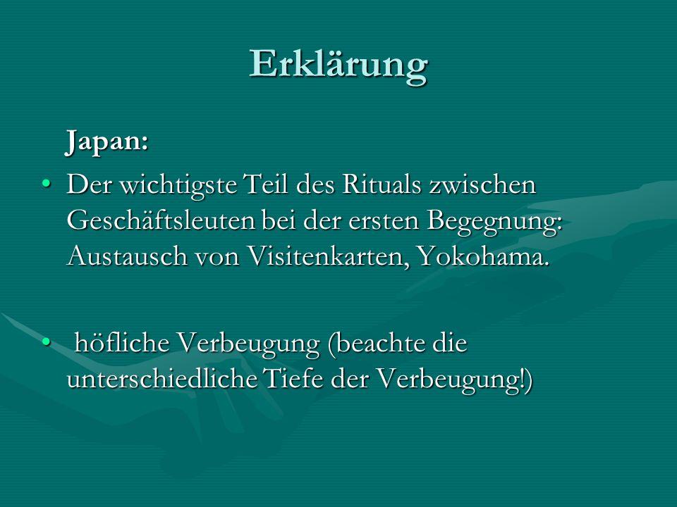 Erklärung Japan: Der wichtigste Teil des Rituals zwischen Geschäftsleuten bei der ersten Begegnung: Austausch von Visitenkarten, Yokohama.