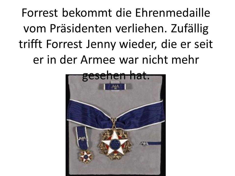 Forrest bekommt die Ehrenmedaille vom Präsidenten verliehen