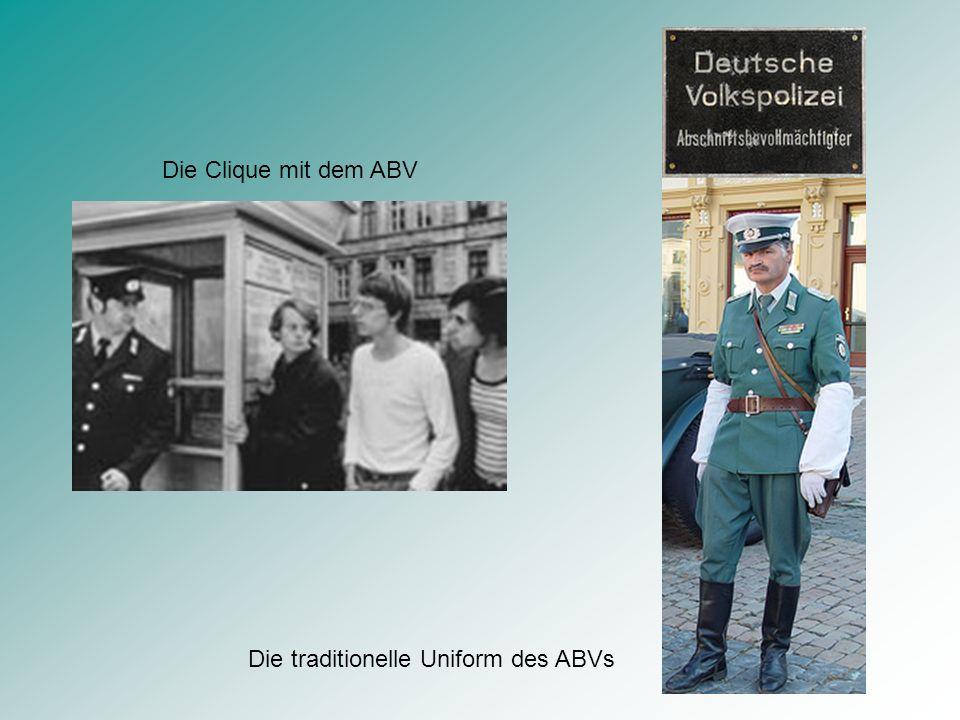 Die Clique mit dem ABV Die traditionelle Uniform des ABVs