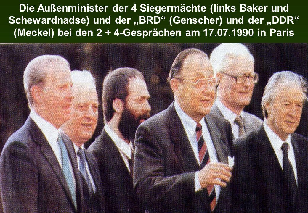 """Die Außenminister der 4 Siegermächte (links Baker und Schewardnadse) und der """"BRD (Genscher) und der """"DDR (Meckel) bei den 2 + 4-Gesprächen am 17.07.1990 in Paris"""