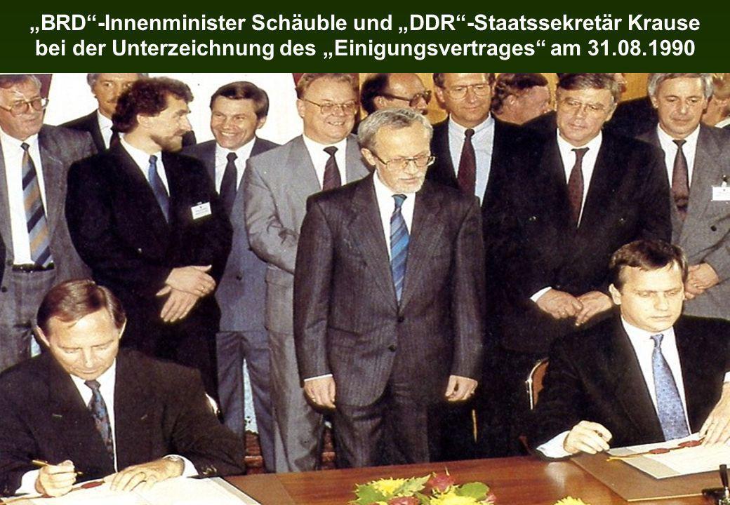 """""""BRD -Innenminister Schäuble und """"DDR -Staatssekretär Krause bei der Unterzeichnung des """"Einigungsvertrages am 31.08.1990"""