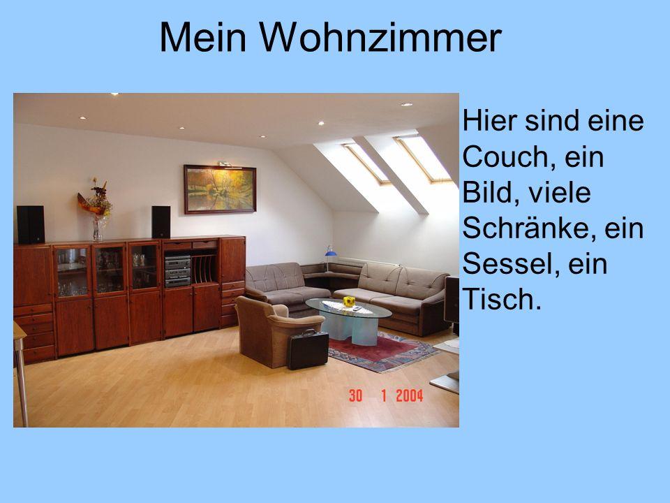 Mein Wohnzimmer Hier sind eine Couch, ein Bild, viele Schränke, ein Sessel, ein Tisch.