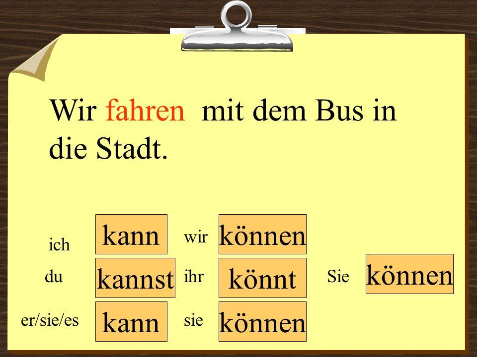 Wir fahren mit dem Bus in die Stadt.