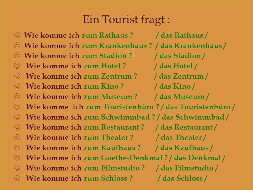Ein Tourist fragt : Wie komme ich zum Rathaus / das Rathaus /