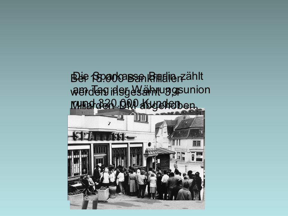 Die Sparkasse Berlin zählt am Tag der Währungsunion rund 320