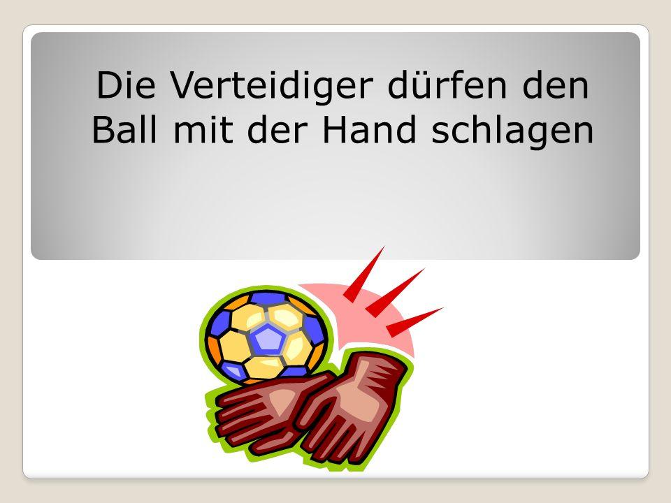 Die Verteidiger dürfen den Ball mit der Hand schlagen
