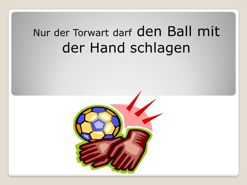 Nur der Torwart darf den Ball mit der Hand schlagen