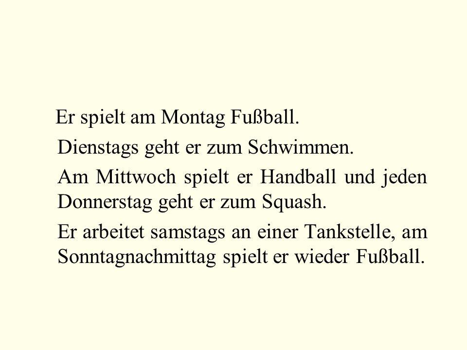 Er spielt am Montag Fußball.