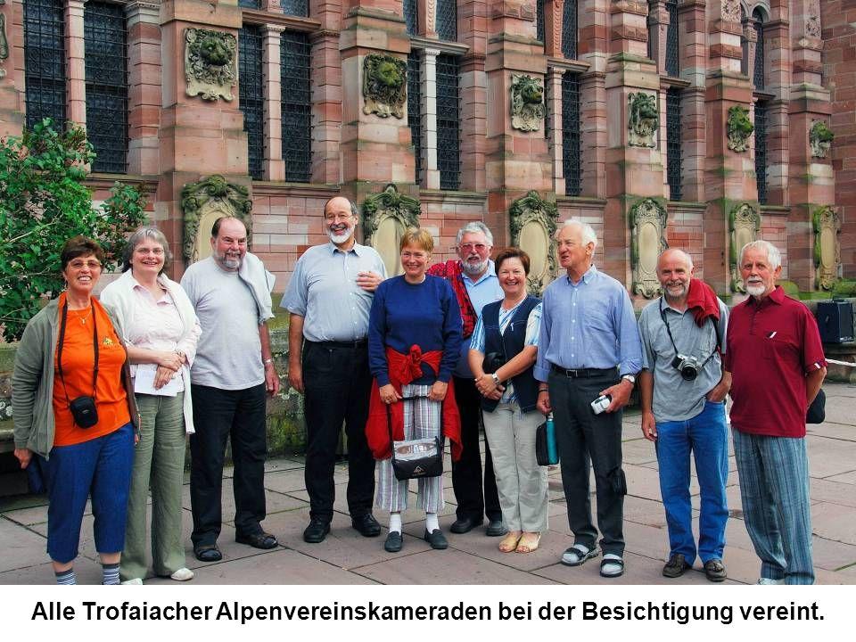 Alle Trofaiacher Alpenvereinskameraden bei der Besichtigung vereint.