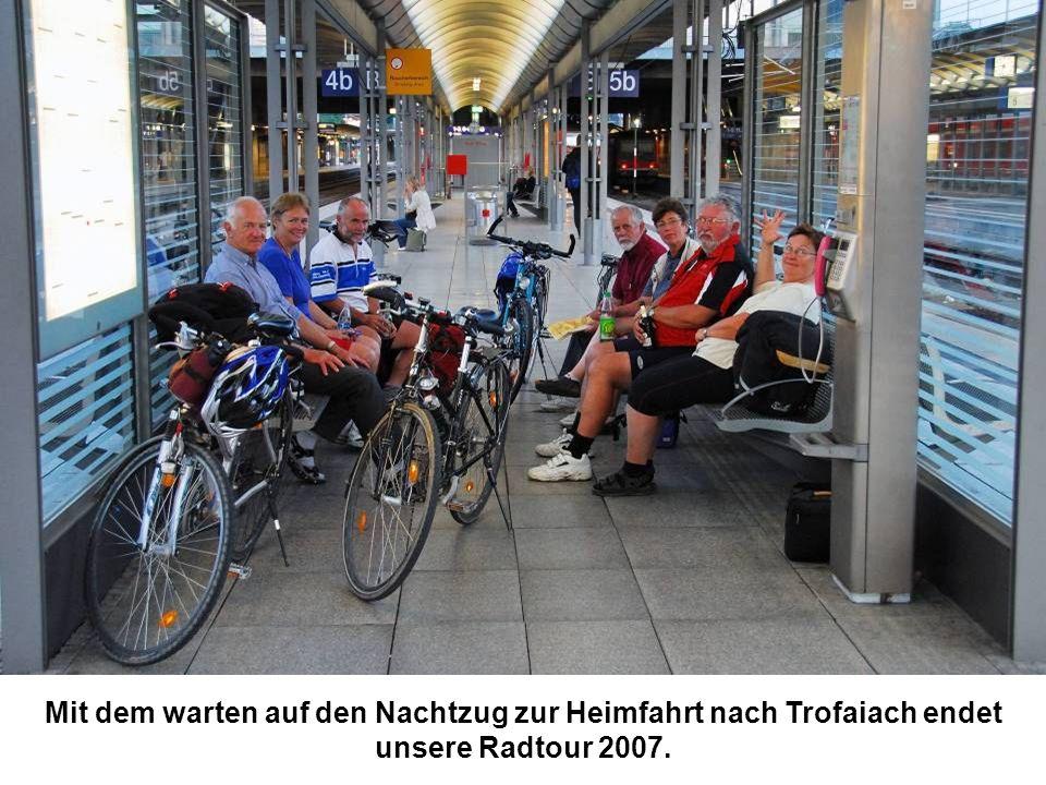 Mit dem warten auf den Nachtzug zur Heimfahrt nach Trofaiach endet unsere Radtour 2007.