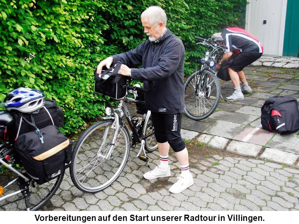 Vorbereitungen auf den Start unserer Radtour in Villingen.