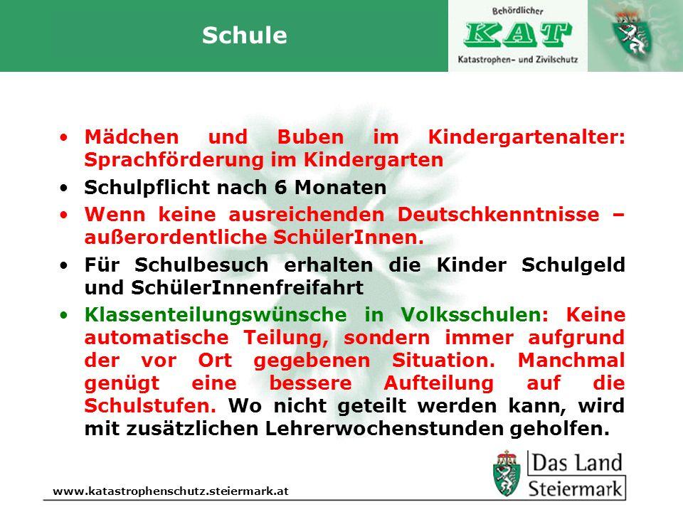 Schule Mädchen und Buben im Kindergartenalter: Sprachförderung im Kindergarten. Schulpflicht nach 6 Monaten.