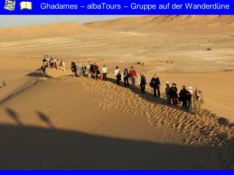Ghadames – albaTours – Gruppe auf der Wanderdüne