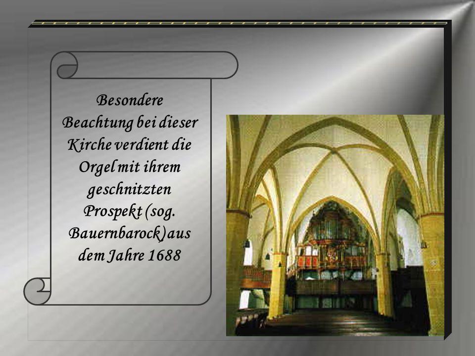 Besondere Beachtung bei dieser Kirche verdient die Orgel mit ihrem geschnitzten Prospekt (sog.