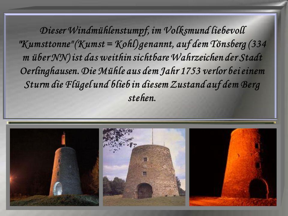 Dieser Windmühlenstumpf, im Volksmund liebevoll Kumsttonne (Kumst = Kohl) genannt, auf dem Tönsberg (334 m über NN) ist das weithin sichtbare Wahrzeichen der Stadt Oerlinghausen.