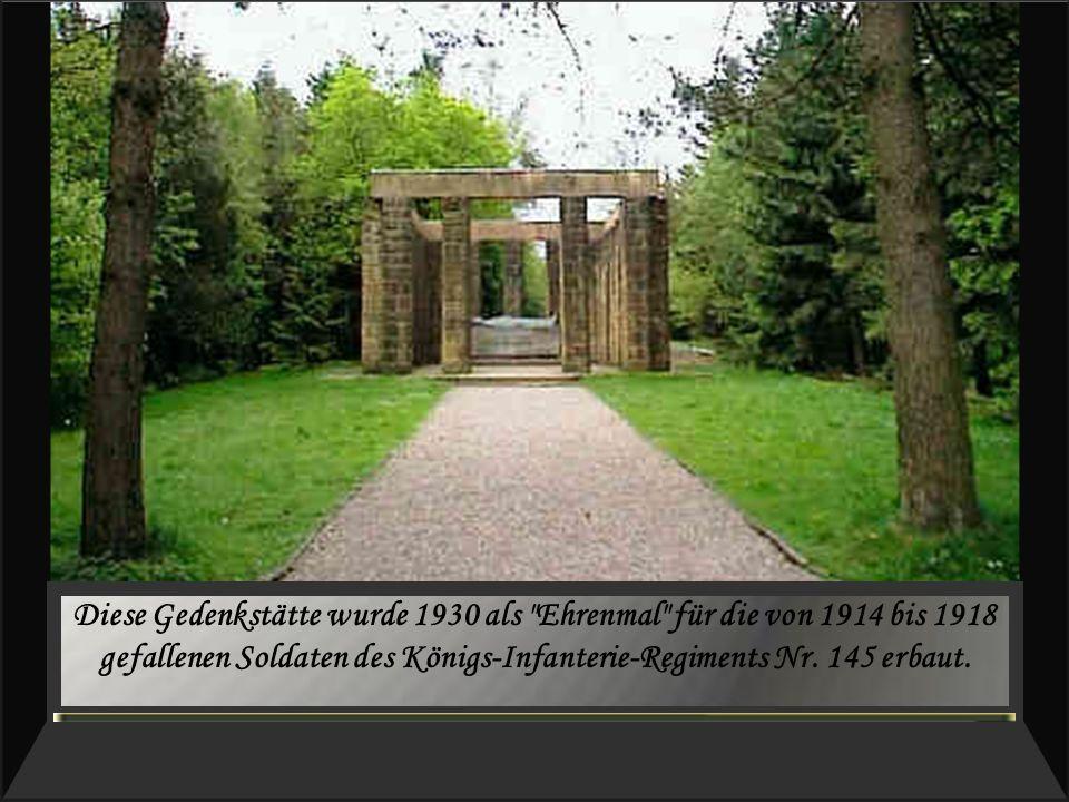 Diese Gedenkstätte wurde 1930 als Ehrenmal für die von 1914 bis 1918 gefallenen Soldaten des Königs-Infanterie-Regiments Nr.