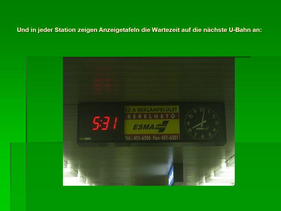 Und in jeder Station zeigen Anzeigetafeln die Wartezeit auf die nächste U-Bahn an: