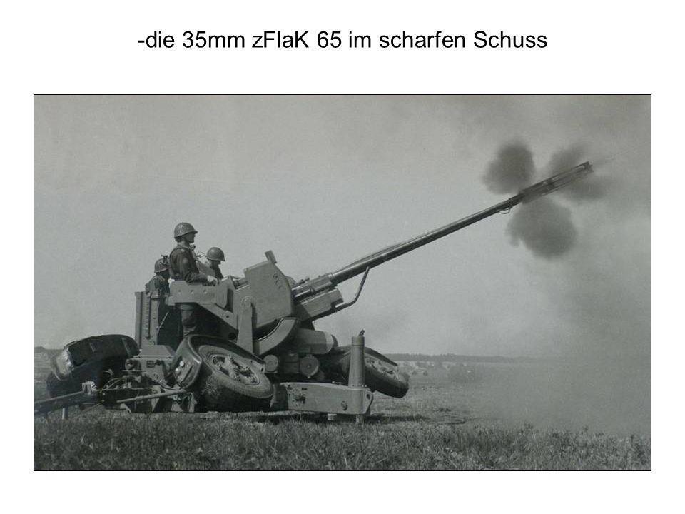 -die 35mm zFlaK 65 im scharfen Schuss