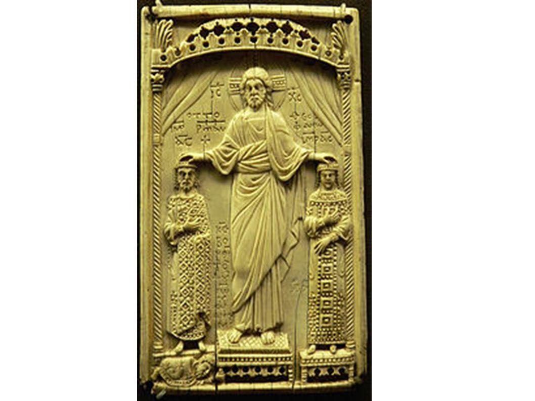Die wohl von Johannes Philagathos gestiftete Elfenbeintafel betont die Gleichrangigkeit zwischen Otto und Theophanu.