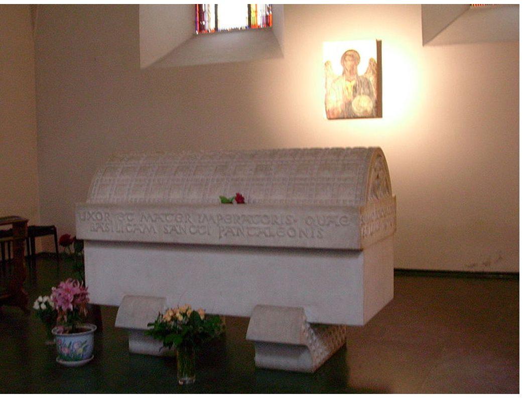 Sarkophag für Kaiserin Theophanu in der Kölner Kirche St. Pantaleon
