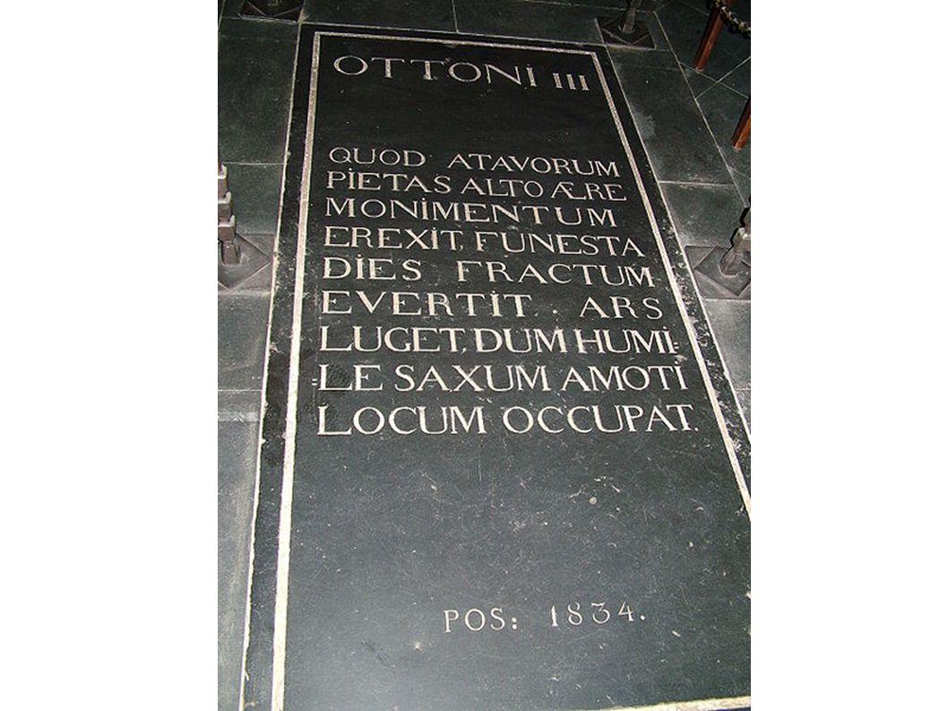 Grabplatte Ottos III. im aachener Dom