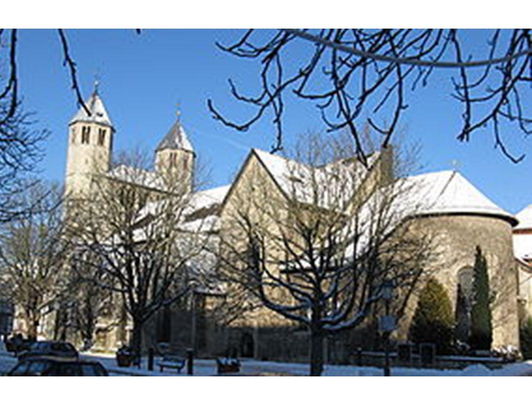 Stiftskirche des Stiftes Gandersheim in Bad Gandersheim, Ansicht von Südosten, 2009