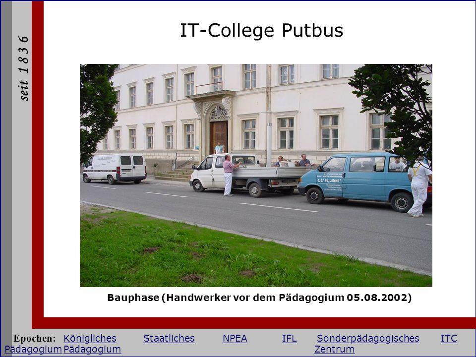 IT-College Putbus Bauphase (Handwerker vor dem Pädagogium 05.08.2002)