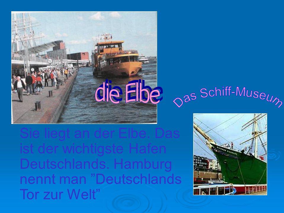 die Elbe Das Schiff-Museum. Sie liegt an der Elbe.