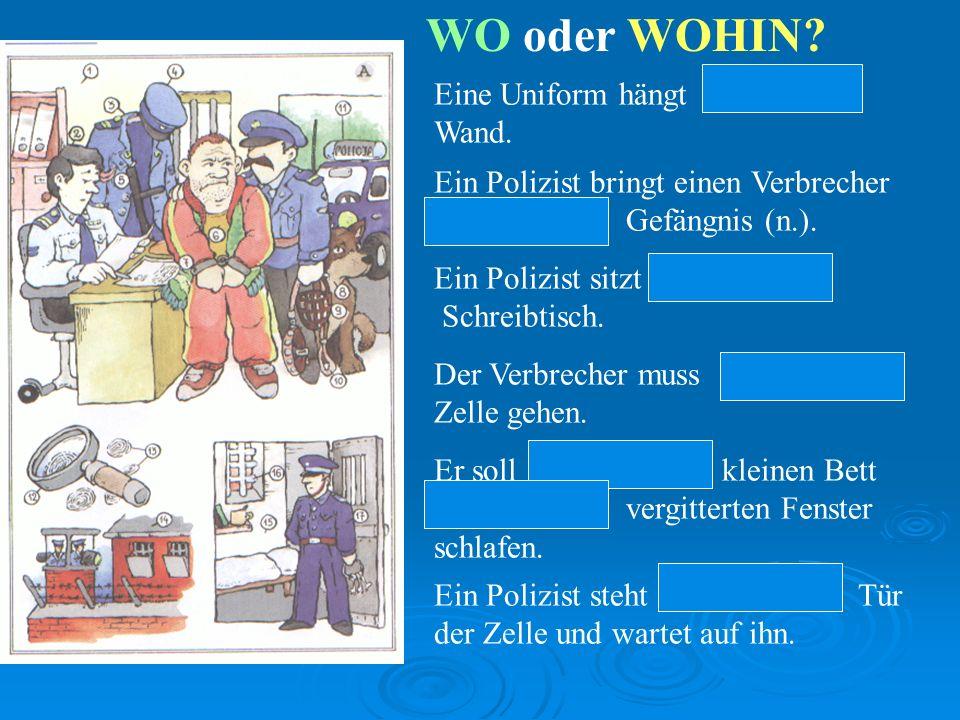 WO oder WOHIN Eine Uniform hängt an der Wand.