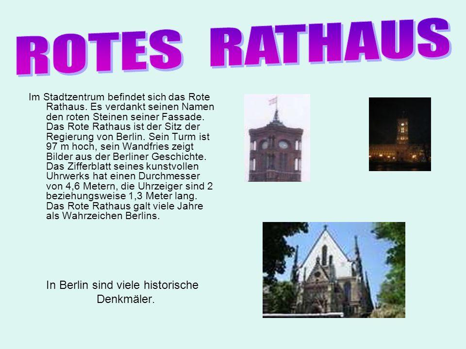 ROTES RATHAUS Denkmäler.