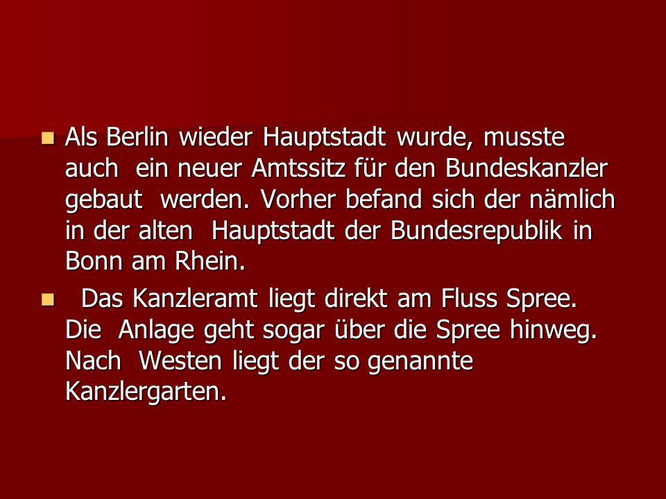 Als Berlin wieder Hauptstadt wurde, musste auch ein neuer Amtssitz für den Bundeskanzler gebaut werden. Vorher befand sich der nämlich in der alten Hauptstadt der Bundesrepublik in Bonn am Rhein.