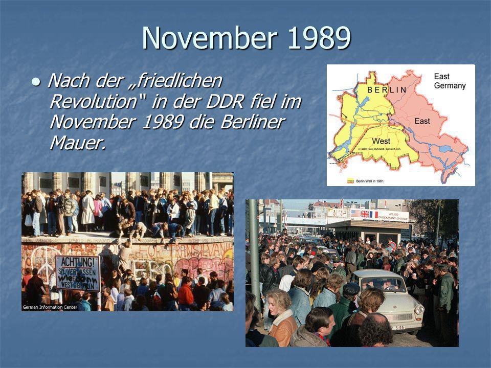 """November 1989 ● Nach der """"friedlichen Revolution in der DDR fiel im November 1989 die Berliner Mauer."""