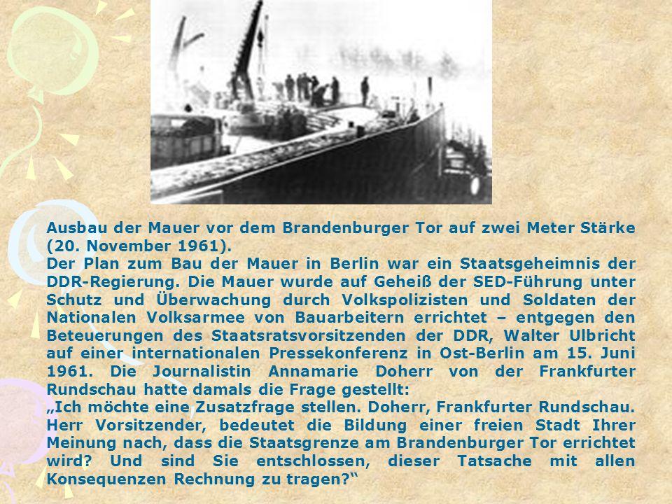 Ausbau der Mauer vor dem Brandenburger Tor auf zwei Meter Stärke (20