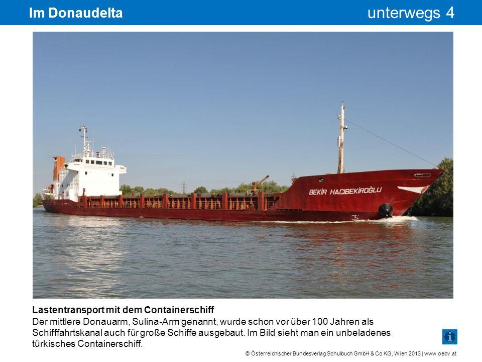 Im Donaudelta Lastentransport mit dem Containerschiff
