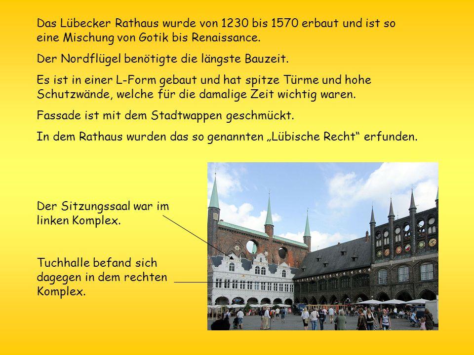 Das Lübecker Rathaus wurde von 1230 bis 1570 erbaut und ist so eine Mischung von Gotik bis Renaissance.