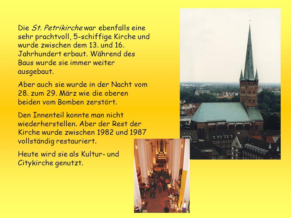 Die St. Petrikirche war ebenfalls eine sehr prachtvoll, 5-schiffige Kirche und wurde zwischen dem 13. und 16. Jahrhundert erbaut. Während des Baus wurde sie immer weiter ausgebaut.