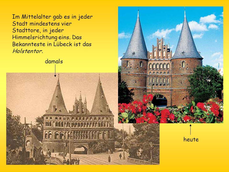 Im Mittelalter gab es in jeder Stadt mindestens vier Stadttore, in jeder Himmelsrichtung eins. Das Bekannteste in Lübeck ist das Holstentor.