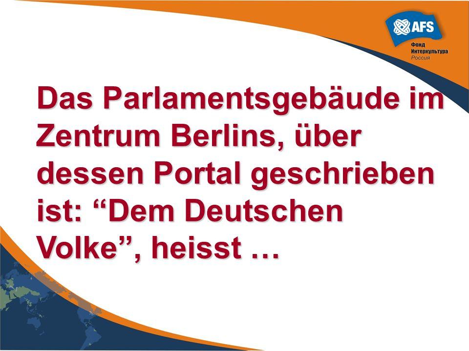 Das Parlamentsgebäude im Zentrum Berlins, über dessen Portal geschrieben ist: Dem Deutschen Volke , heisst …