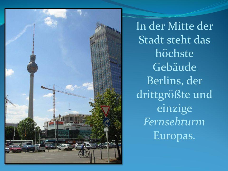 In der Mitte der Stadt steht das höchste Gebäude Berlins, der drittgrößte und einzige Fernsehturm Europas.