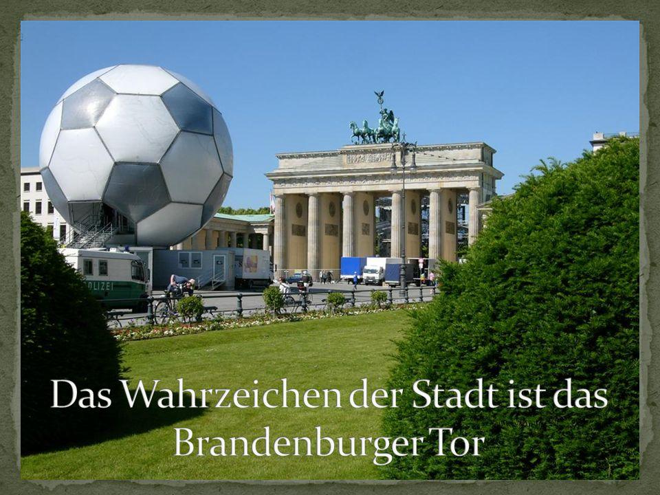 Das Wahrzeichen der Stadt ist das Brandenburger Tor
