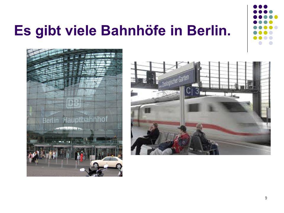 Es gibt viele Bahnhöfe in Berlin.