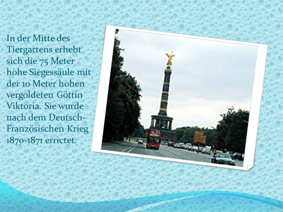 In der Mitte des Tiergartens erhebt sich die 75 Meter hohe Siegessäule mit der 10 Meter hohen vergoldeten Göttin Viktoria.