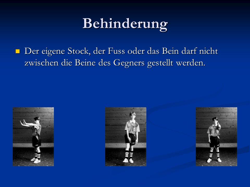 Behinderung Der eigene Stock, der Fuss oder das Bein darf nicht zwischen die Beine des Gegners gestellt werden.