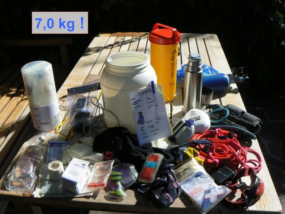 7,0 kg ! FOLIE 16. Mein normaler NA Rucksack reduziert – auf 7,0 kg Inhalt sprungfest und wasserdicht im Canyoning-sack verpackt.