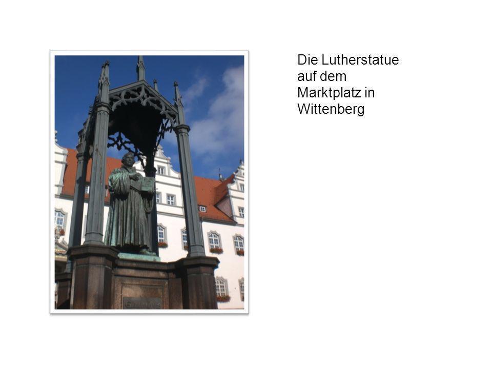 Die Lutherstatue auf dem Marktplatz in Wittenberg