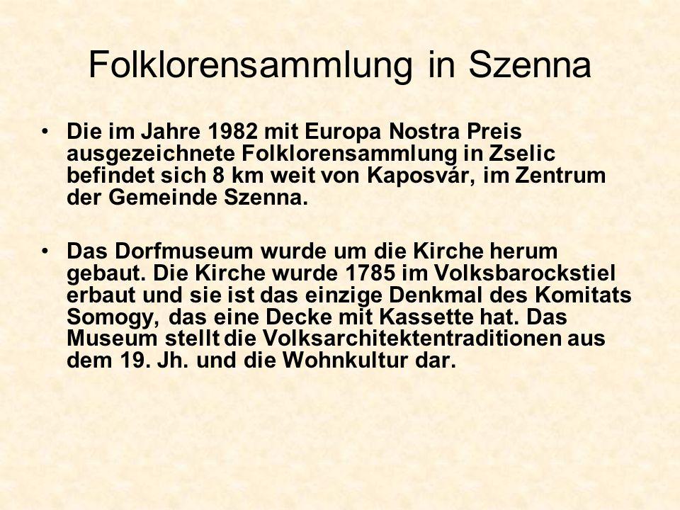 Folklorensammlung in Szenna