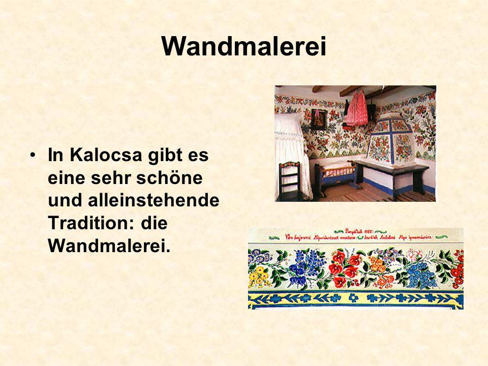 Wandmalerei In Kalocsa gibt es eine sehr schöne und alleinstehende Tradition: die Wandmalerei.