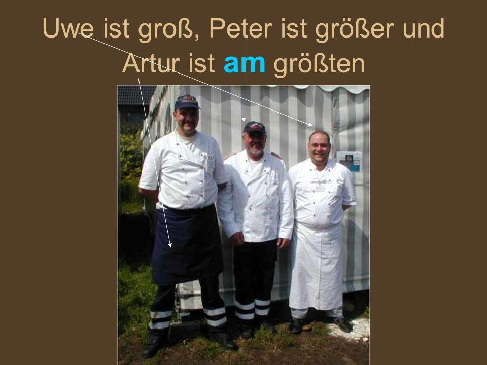 Uwe ist groß, Peter ist größer und Artur ist am größten