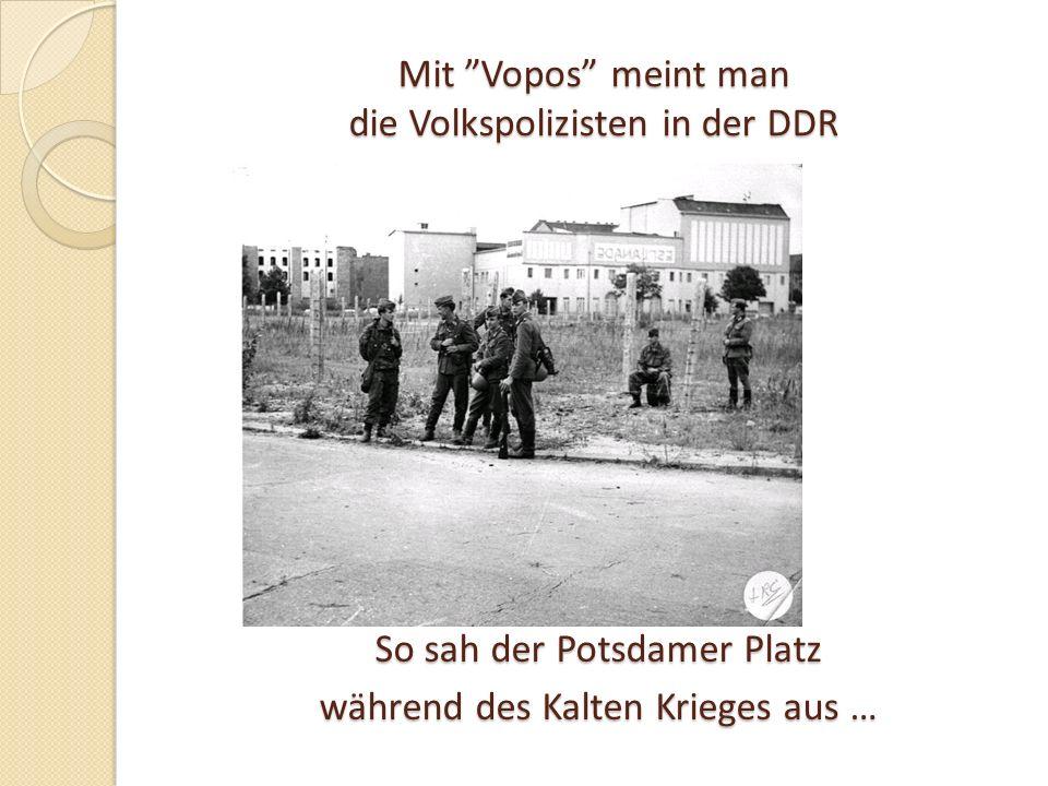 Mit Vopos meint man die Volkspolizisten in der DDR