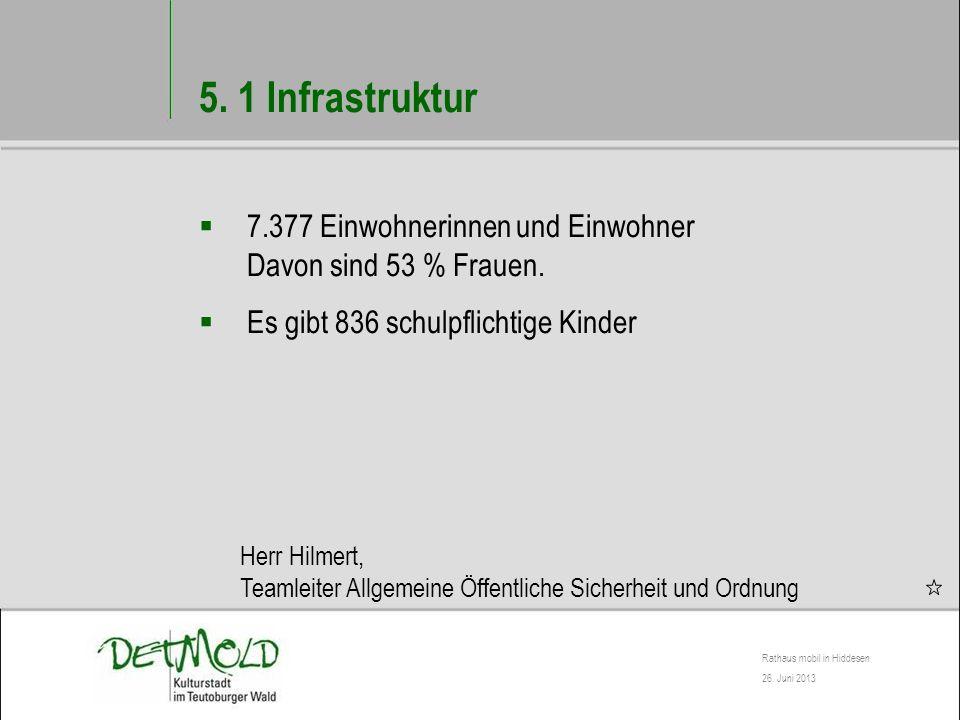 5. 1 Infrastruktur 7.377 Einwohnerinnen und Einwohner Davon sind 53 % Frauen. Es gibt 836 schulpflichtige Kinder.